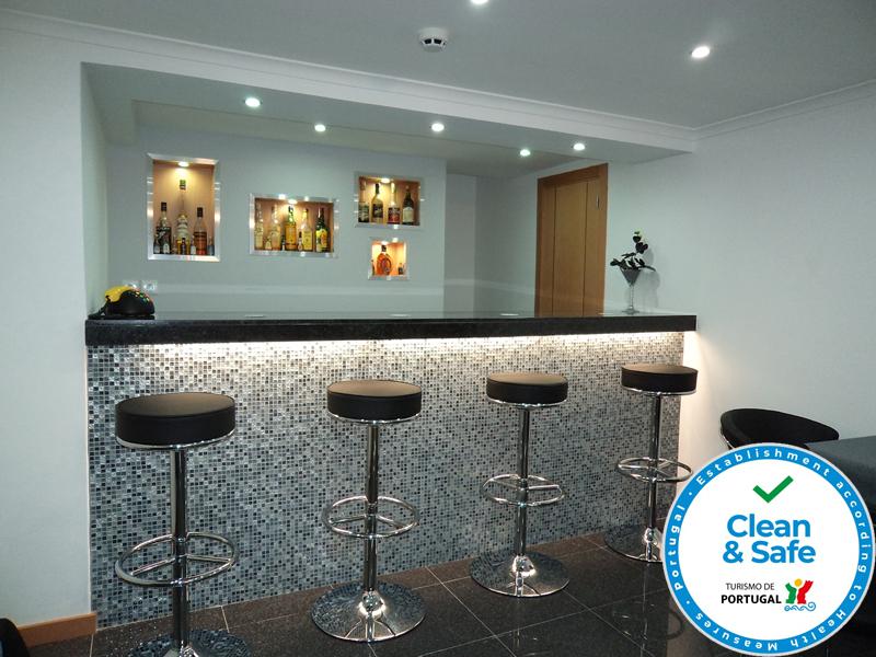 Sala De Estar Karaoke Bar ~ Sala de bilhar